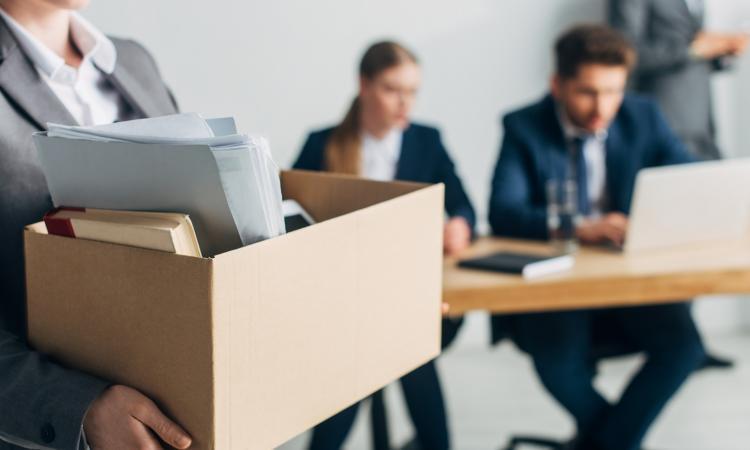 Как правильно писать заявление на увольнение работающему пенсионеру